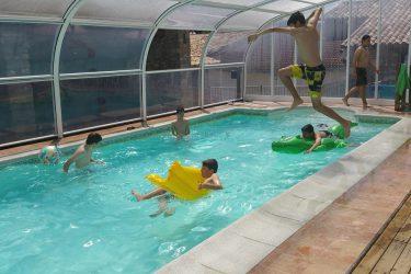 piscina y niños